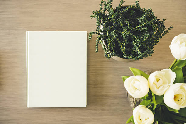 Mock up Book cover on table with White rose Flower – Foto