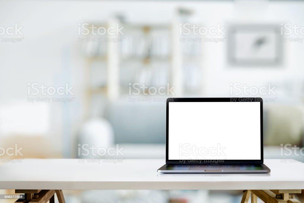 까지 조롱: 가정에서 거실에 노트북 컴퓨터와 현대 작업 영역 - 로열티 프리 0명 스톡 사진
