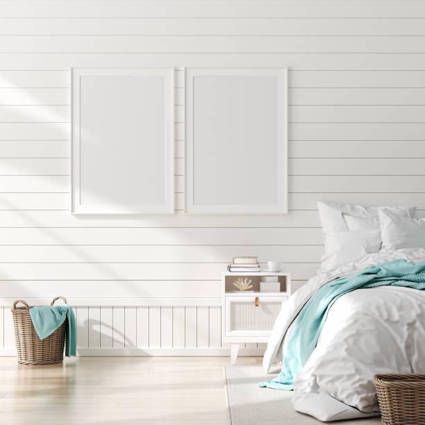 mock up-rahmen im schlafzimmer interieur, marine-zimmer mit meerestik und möbeln, küstenstil - nautisches schlafzimmer stock-fotos und bilder