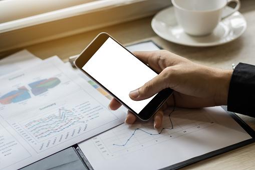 Mockup Der Geschäftsmann Mit Smartphone Stockfoto und mehr Bilder von Arbeitsstätten