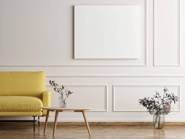Mock-up-Plakat in skandinavischen Haus, Sofa mit Minimalismus Design – Foto