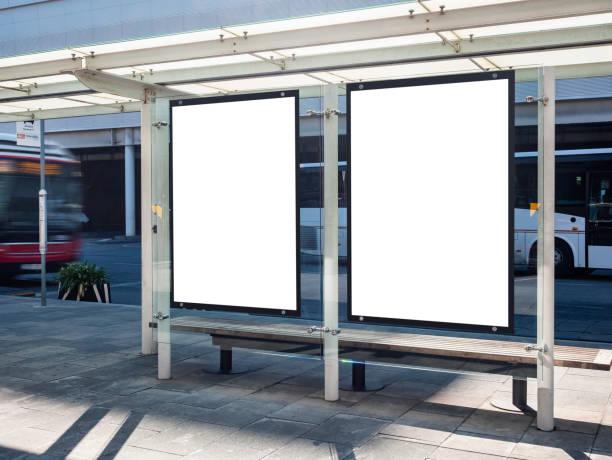 mock-up posters media banners template bus shelter - bushalte stockfoto's en -beelden