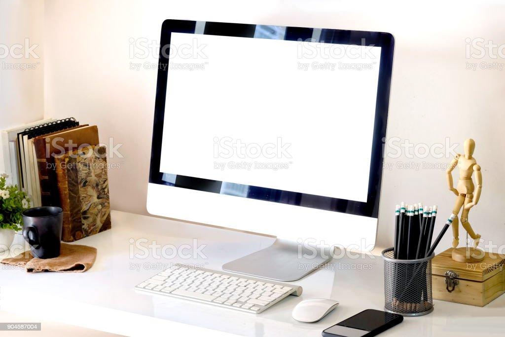 Maquette espace de travail de bureau ordinateur creative designer