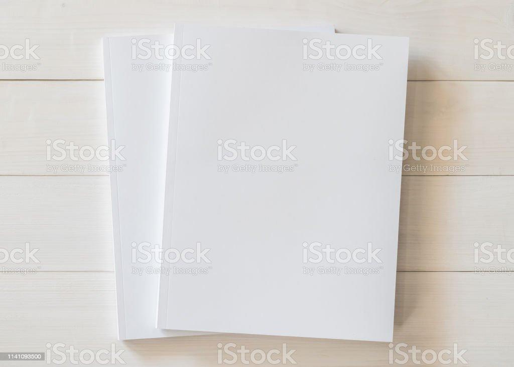 Photo Libre De Droit De Maquette De Livre Couverture Blanc Format A4 Broche Maquette Pour Catalogue Livret De Magazine Portfolio Modele De Conception