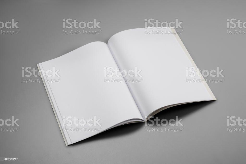 Mock-up Magazine, Buch oder einen Katalog auf grauen Tabellenhintergrund – Foto