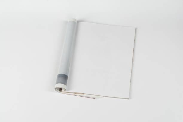 mock-up zeitschriften oder katalog auf weißen tisch hintergrund. - zeitschrift aufgeschlagen stock-fotos und bilder
