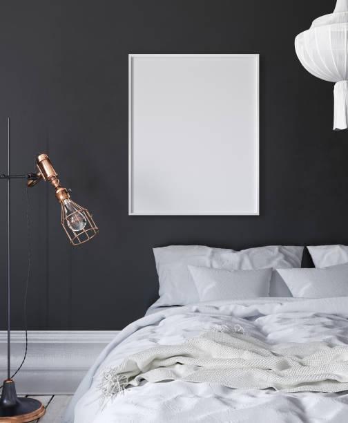 mock-up posterrahmen im dunklen schlafzimmer, skandinavischen stil - tafel schlafzimmer stock-fotos und bilder