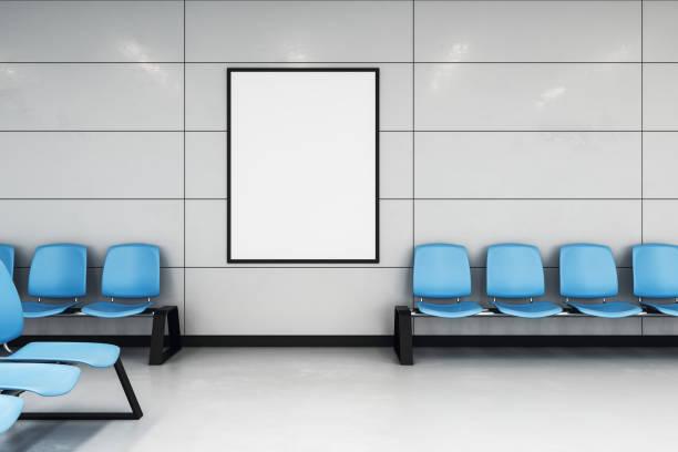 Mock-up-Poster in der Wartehalle – Foto