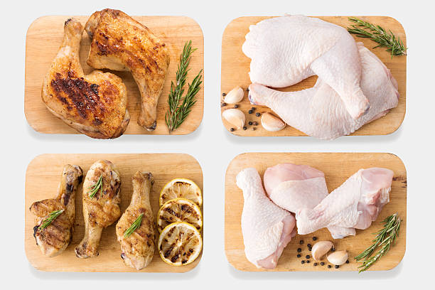 mockup raw chicken and grilled chicken on cutting board set. - cuisse photos et images de collection