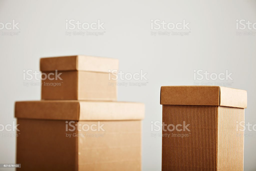 Mockups of blank brown corrugated cardboard boxes photo libre de droits