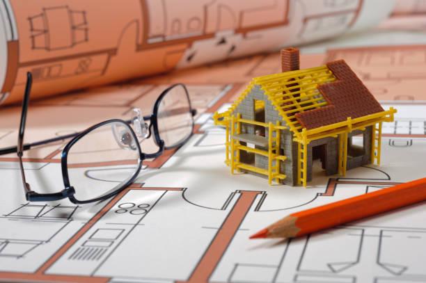 Modellhaus auf architektonischem Bauplan – Foto