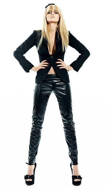 das model in black - leder leggings stock-fotos und bilder