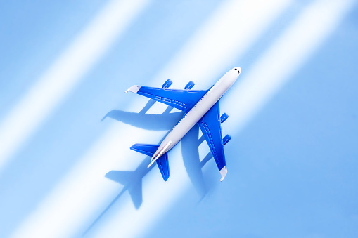 飛行機の写真離職する人|KEN'S BUSINESS|ケンズビジネス|職場問題の解決サイト中間管理職・サラリーマン・上司と部下の「悩み」を解決する情報サイト