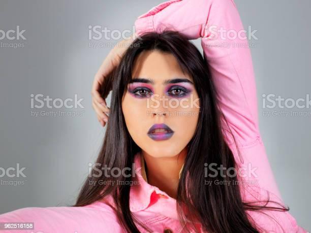 Foto de Posando De Modelo e mais fotos de stock de Adulto