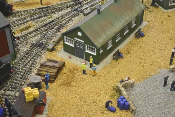 Modell-Eisenbahn Rangierbahnhof setzen auf eine Wüstenlandschaft – Foto