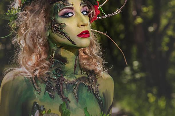modell frau in der form von eine nymphe unter - elfenkostüm damen stock-fotos und bilder