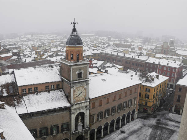 Modena (Italy): view from the top of the town hall and historic center under a snowfall Vista aerea della città di Modena mentre cade la neve. piazza grande stock pictures, royalty-free photos & images