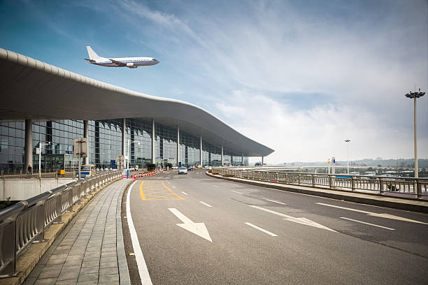 modern airport with road – Foto