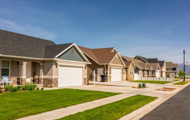 Modern American housing development A modern suburban housing development of large detached bungalows in Utah, USA. residential district stock pictures, royalty-free photos & images