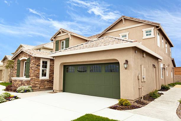 suburbio estadounidense moderna casas - estuco fotografías e imágenes de stock