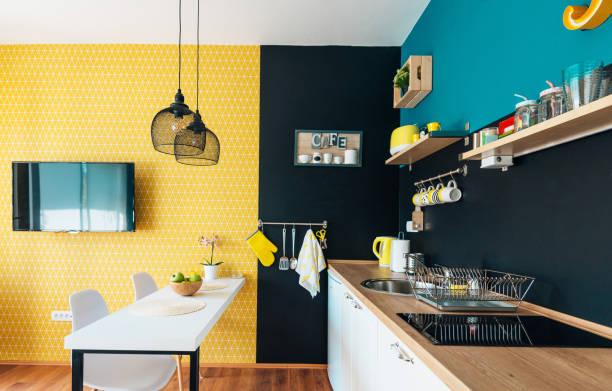 Modernes und gemütliches Studio-Apartment und kleine Küche – Foto