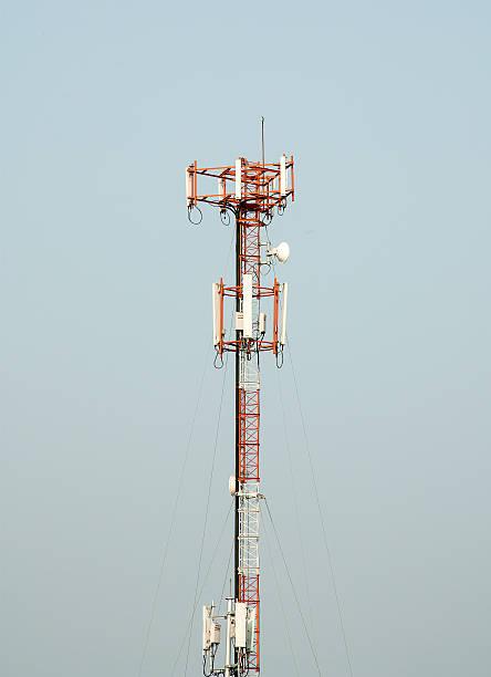 antenna moderno - emissione radio televisiva foto e immagini stock