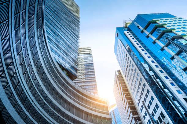 modern apartment building skyscrapers - quartiere finanziario foto e immagini stock