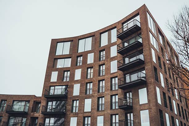 Appartement moderne avec tringle de de la façade du bâtiment - Photo