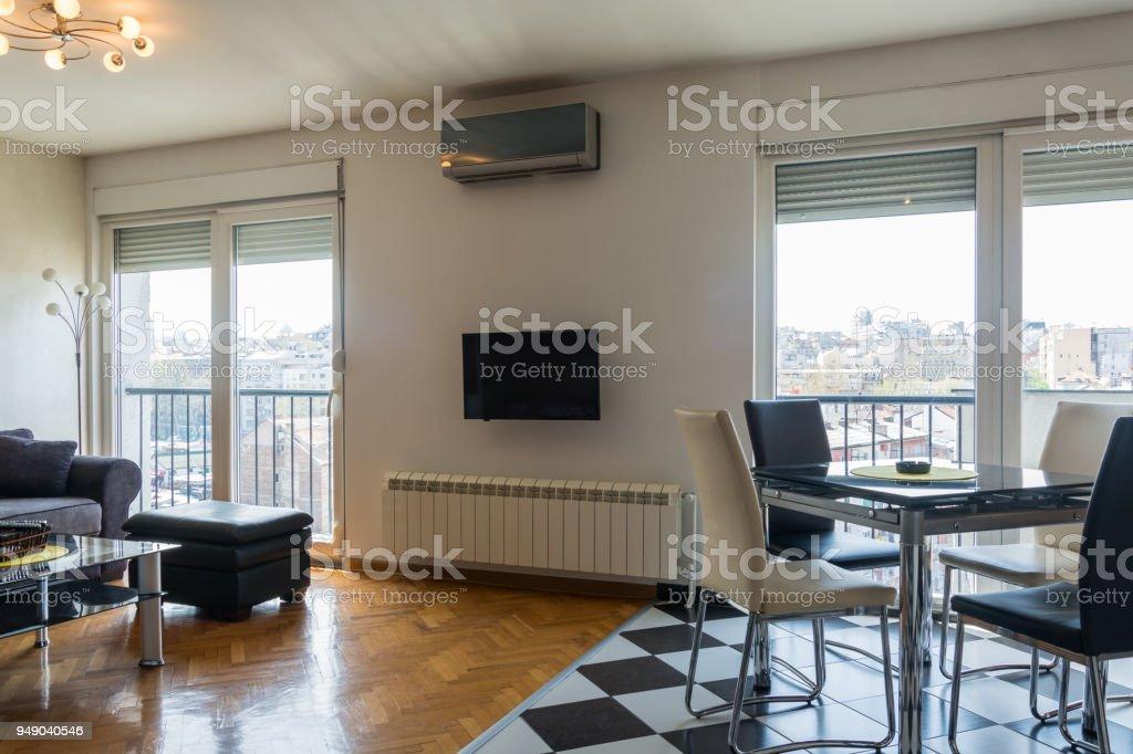 Intérieur Du0027appartement Moderne De Salon Et Salle à Manger Photo Libre De  Droits