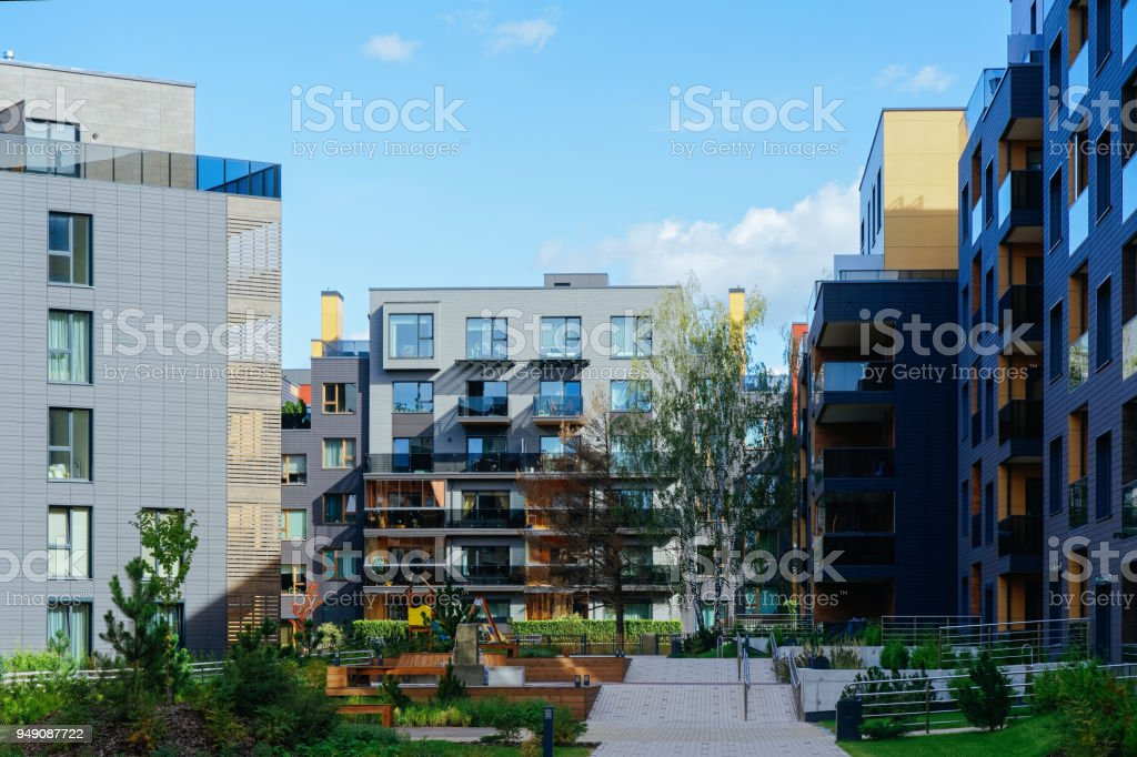 Moderno apartamento residencial edifício trimestre - foto de acervo