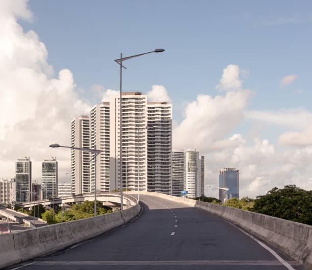 Moderne Architektur aus dem Stadtteil Boa Viagem in Recife, Pernambuco, Brasilien – Foto