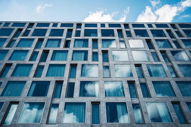 moderne architektur - fensterfront stock-fotos und bilder