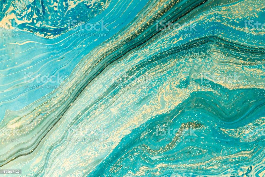 Oeuvre moderne avec la peinture abstraite en marbre.   Mixtes turquoises et jaunes des peintures. Milieu de la main inhabituel pour poster, carte, invitation. Peintures acryliques sur l'eau. Horizontale de l'image. - Photo
