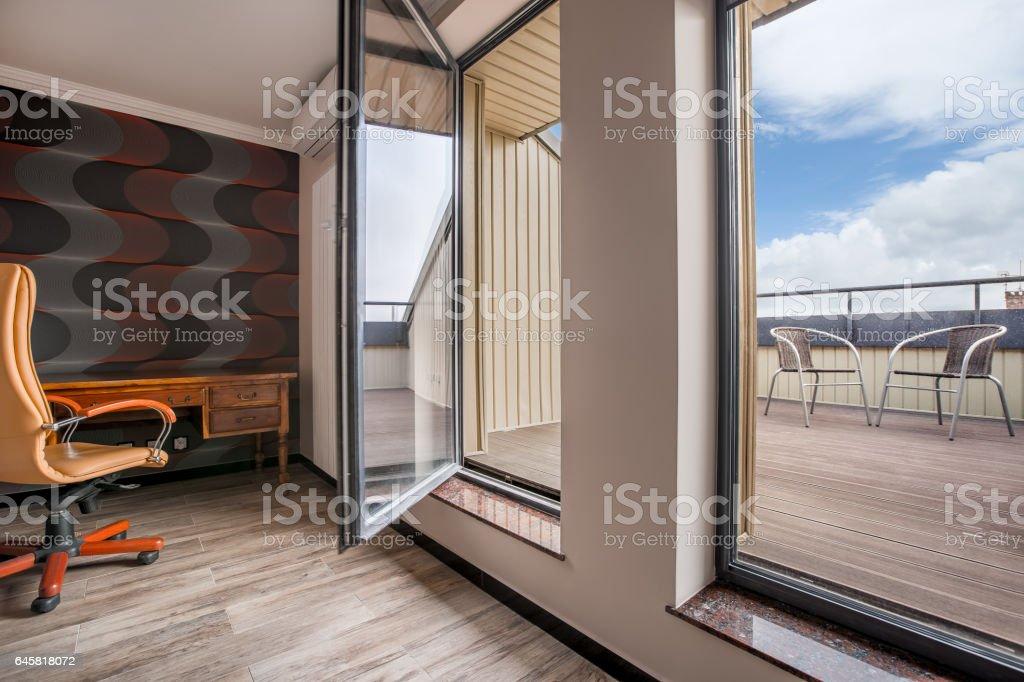Moderner balkon in liguster büro stock fotografie und mehr