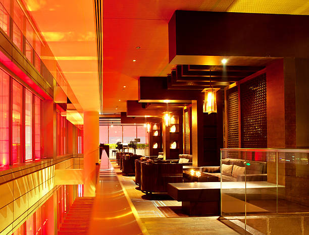 moderne bar lounge - club sofa stock-fotos und bilder