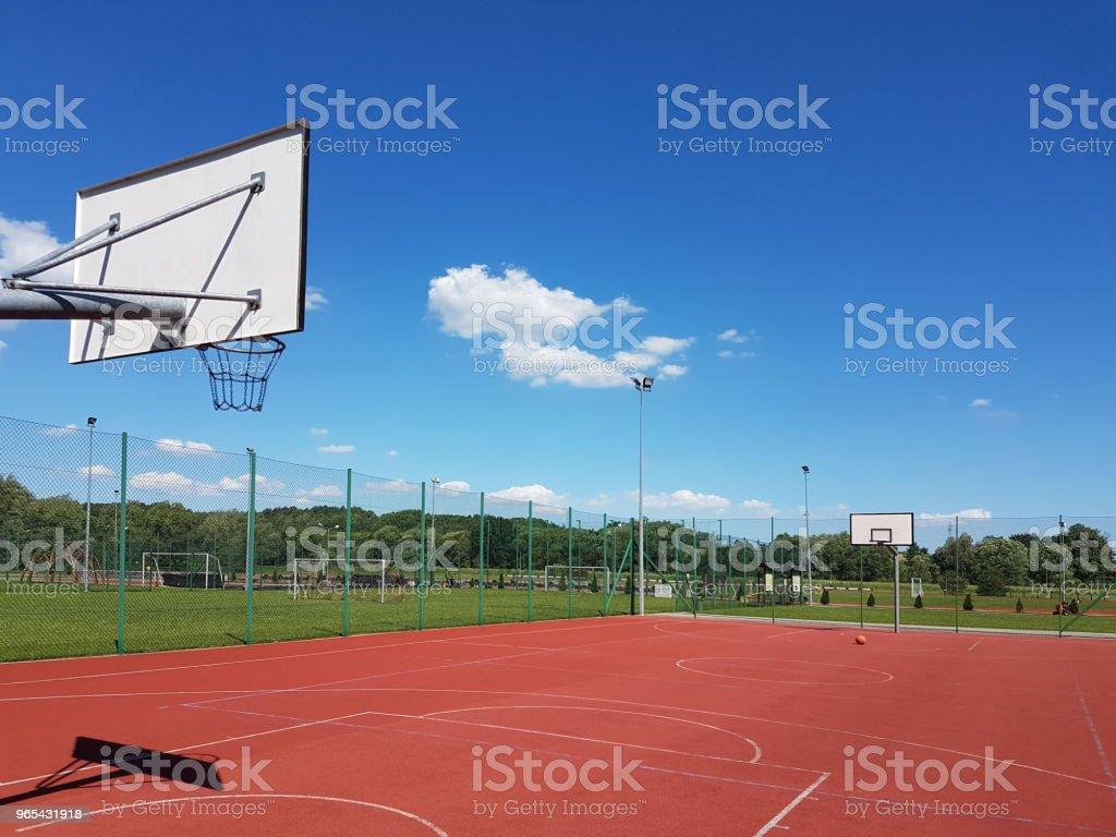 Moderne de basket dans la Cour du centre municipal des sports et loisirs. - Photo de Affaires libre de droits