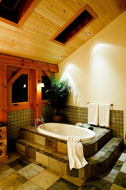 moderne badewanne im badezimmer - wandleuchte treppenhaus stock-fotos und bilder