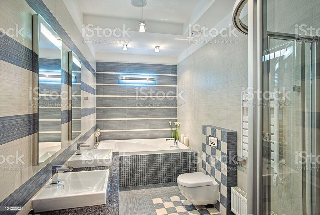 Bagno Moderno In Blu E Grigio Con Un Mosaico Di Colori - Fotografie ...