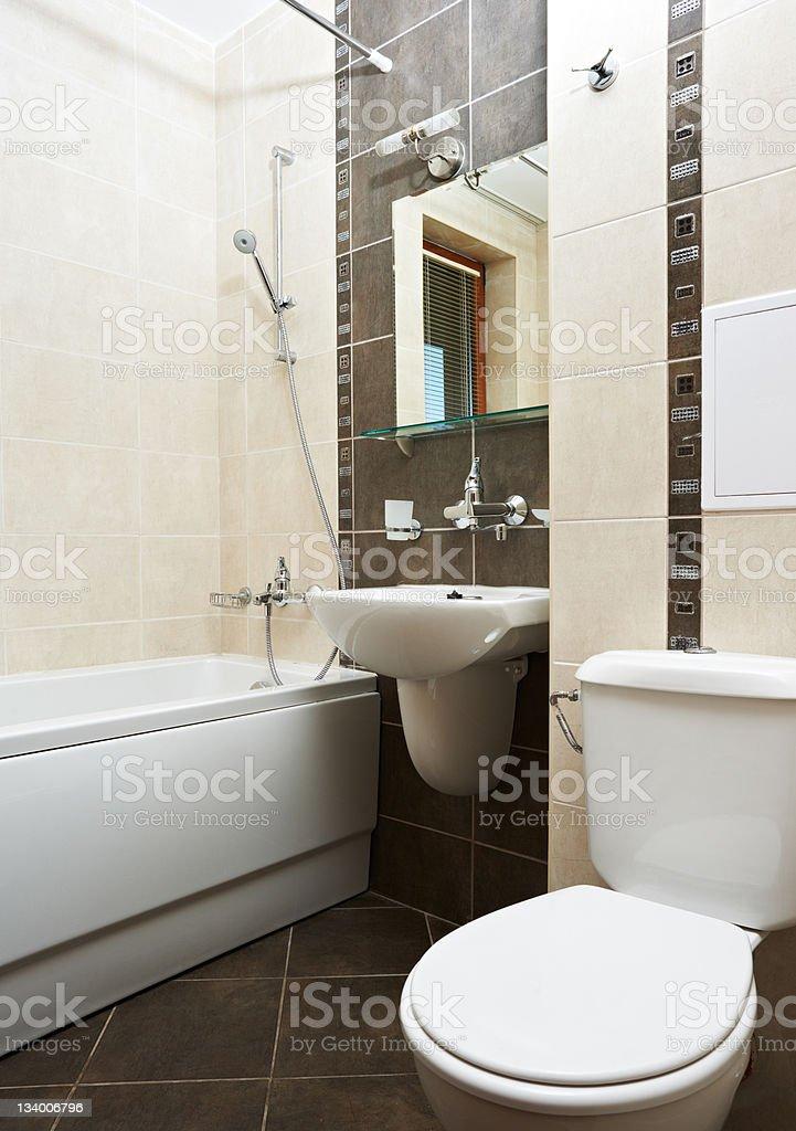 Moderna casa de banho em cor castanha fotografias de for Mobilia domestica