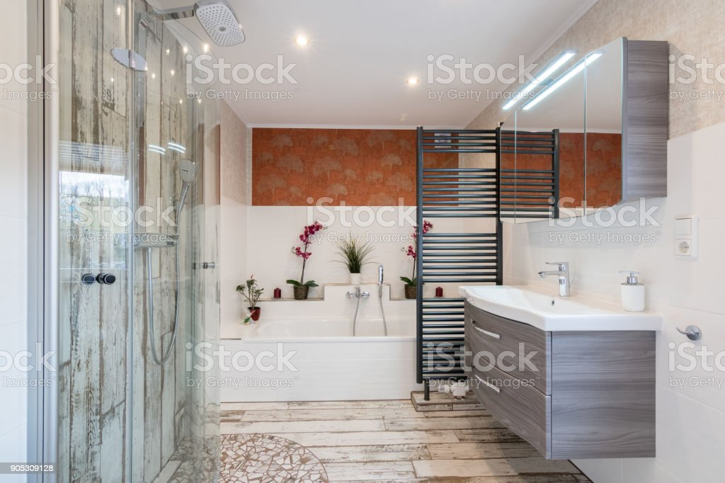 Modernes Bad Im Vintagestil Mit Waschbecken Badewanne Dusche Aus ...