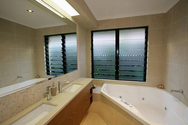 moderna casa de banho - com portada imagens e fotografias de stock