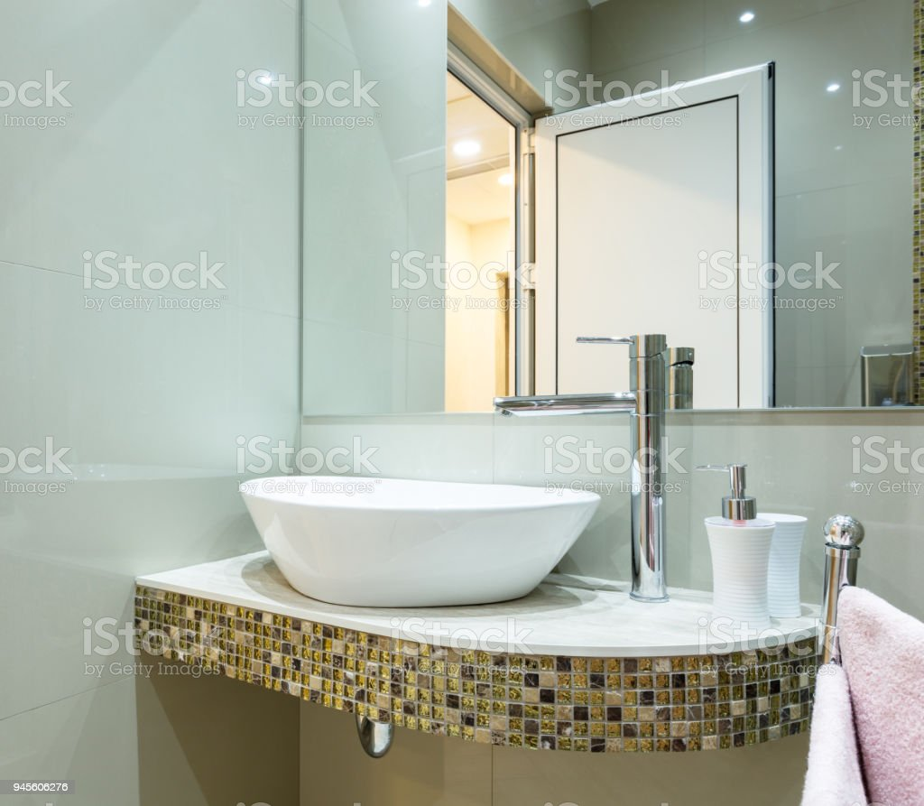 Modern Bathroom Stock Photo & More Pictures of Architecture | iStock