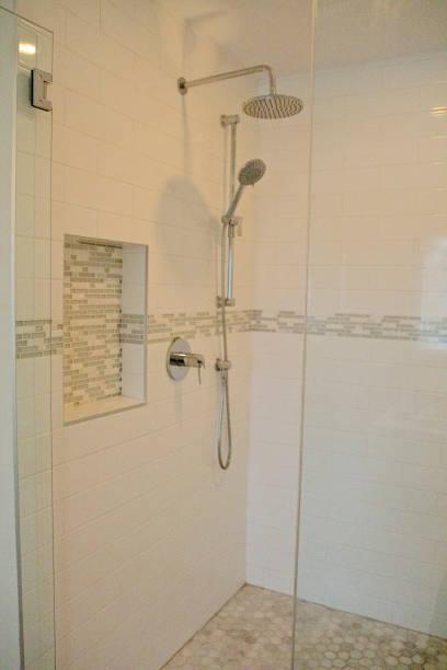 modernes badezimmer  - bad renovieren kosten stock-fotos und bilder