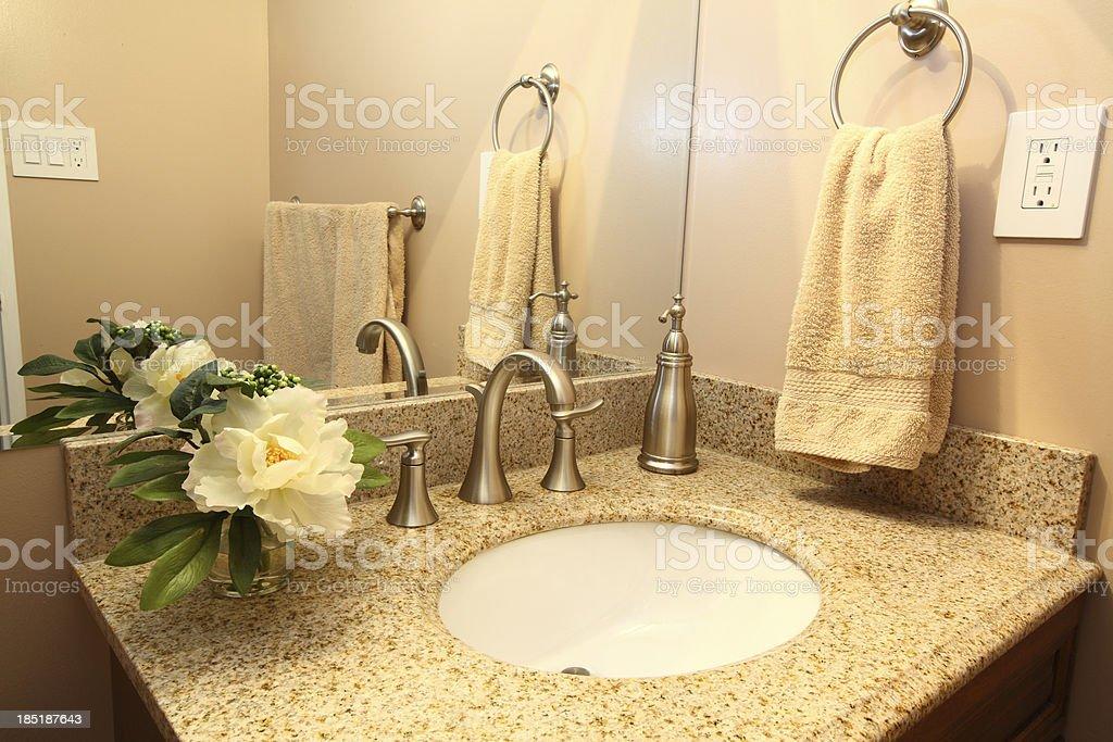 Moderne Badezimmer Waschbecken Mit Beige Granittopdusche ...