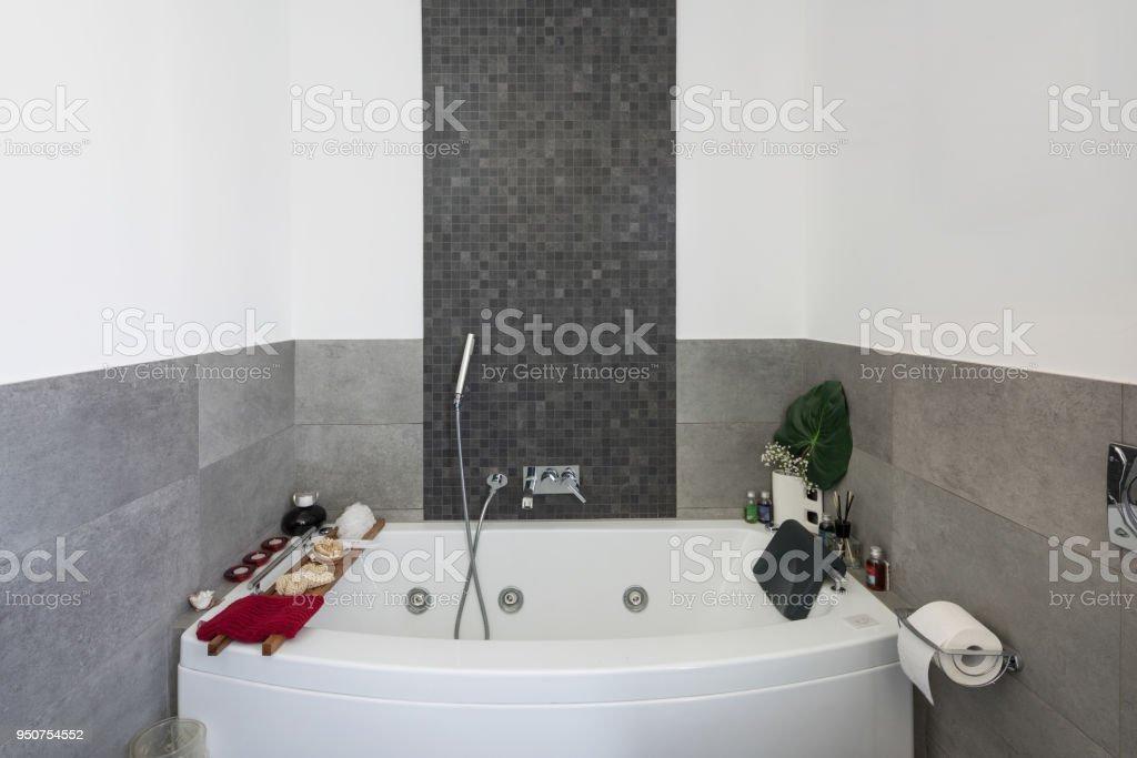 Jacuzzi Banos Modernos Grandes.Moderno Bano Con Azulejos Grandes Foto De Stock Y Mas Banco