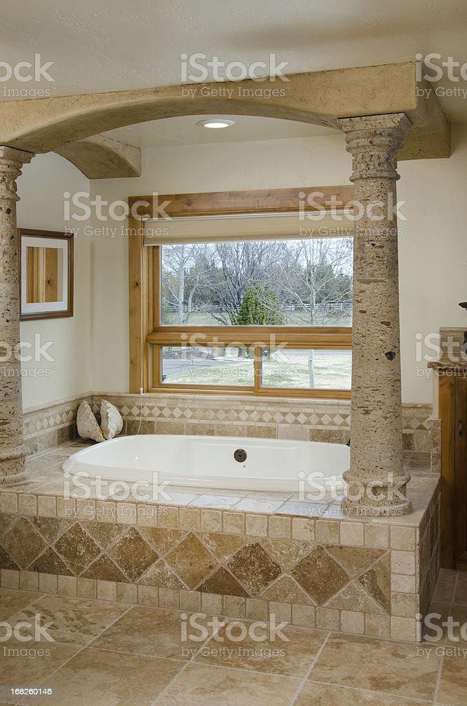 Moderne Badezimmer Mit Saulen Und In Den Boden Eingelassene