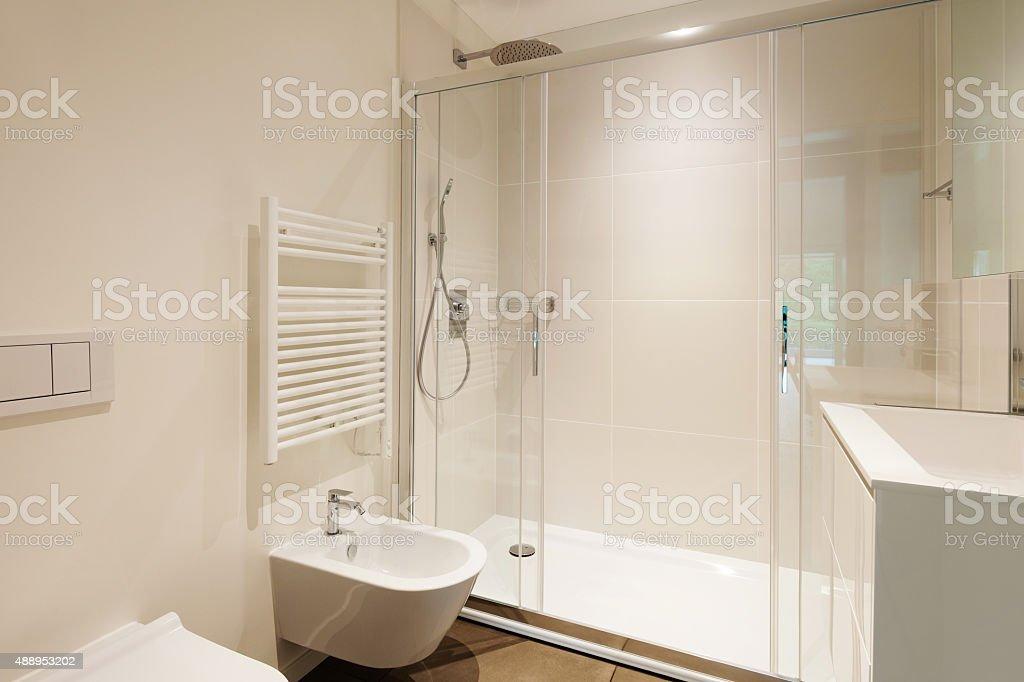 Moderne Badezimmer Mit Dusche Stockfoto und mehr Bilder von 2015 ...