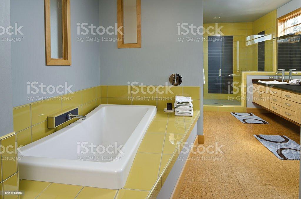 Bagno Moderno Con Vasca Da Bagno : Bagno moderno con vasca da bagno foto di stock istock