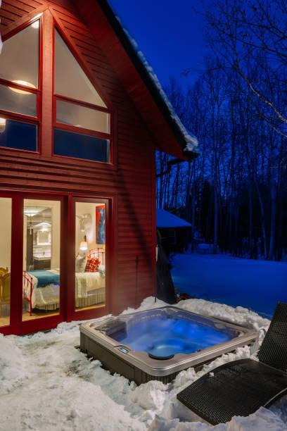 moderne schlafzimmer – außenansicht - cottage schlafzimmer stock-fotos und bilder