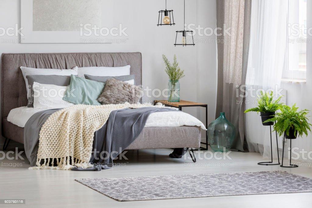 Moderno interior de un dormitorio - foto de stock